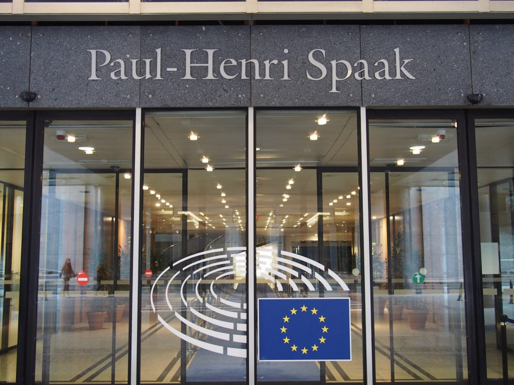 Ingresso dell'edificio Paul-Henri Spaak, al Parlamento Europeo di Bruxelles. Credits to: procrast8/Flickr.