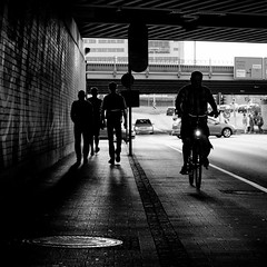 Am Hauptbahnhof (ZaglFoto.de) Tags: bnw bnwhallesaale bnwstreet bnwstreetphoto bnwstreetphotographer bnwstreetphotography de deutschland halle hallesaale sachsenanhalt stadtlandschaft street streetphoto streetphotographer streetphotography urban