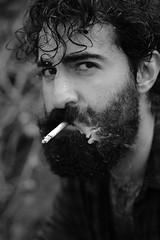 [ IMG_1105 ] (cpobleteolguin) Tags: male man guy boy hombre portrait retrato beard bearded beardedguy beardedman bw bn blackandwhite blancoynegro monochrome outdoor smoke