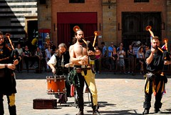 I musici mediavali (Volterra) (stella.iloveyou) Tags: volterra volterraad1398 rievocazionimedievali rievocazionistoriche historicalreenactment