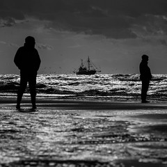 No conversations, enjoying the seascape (Drummerdelight) Tags: peoplewatching seagulls seaside seascape candid fishingboat