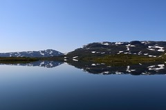 Norway minimal (annazelei) Tags: norway europe north nord wasser water spectacular minimal landscape sky scenery summer outdoor blau blue snow reflection mirror peaceful silence natural nature naturaleza canon eos paysage lake serene bay mountain jotunheimen nationalpark
