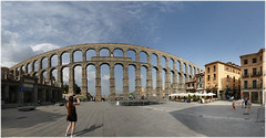 2000 years ago  and a few hours (laluzdivinadetusojos) Tags: segovia aqueducto roman past art architecture spain panorama wide angle