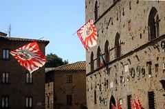 Bandiere volanti 2 (Volterra) - Flying flags (stella.iloveyou) Tags: volterra volterraad1398 rievocazionimedievali rievocazionistoriche historicalreenactment sbandieratori