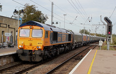 GBRf . 66731 . Ely Station , Cambridgeshire . Thursday 20th-September-2018 . (AndrewHA's) Tags: cambridgeshire ely railway station gbrf class 66 diesel locomotive loco 66731 interhub gb general motors gm 4m86 papworth sidings peak forrest empty stone aggregate wagons freight service