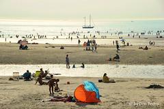 zomerdrukte-op-het-strand-Wimereux