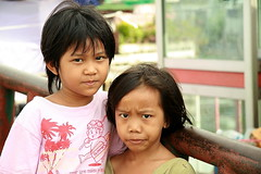 girls (the foreign photographer - ฝรั่งถ่) Tags: two girls children khlong thanon portraits bangkhen bangkok thailand canon