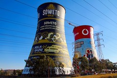 rinascita - reborn (immaginaitalia) Tags: johannesburg janbo sudafrica sud africa south southafrica continente africano african continent viaggio trip summer 2018 soweto mandela madiba township colori colors tourism turismo torri towers murales graffiti drawings bungee jumping