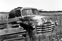 Chevrolet 6100 Truck (bac1967) Tags: optontessar106mmf35 zeissikonsuperikonta5312 zeissikon superikonta 5312 zeissikonsuperikonta optontessar opton tessar kodak kodakfilm kodaktmax100 kodaktmx kodaktmax tmx tmax beerenol beerol beer beerfilmdeveloper pabstblueribbonbeer pabst oregon pacificnorthwest pnw rangefinder rangefindercamera chevrolet 6100 truck chevrolet6100truck chevytruck flatbed flatbedtrcuk farmtruck farm willametvalley