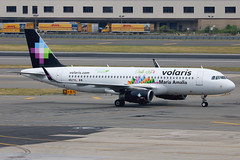 "N527VL | Airbus A320-233/W | Volaris (Costa Rica) ""Maria Amalia"" (cv880m) Tags: newyork kennedy jfk kjfk aviation airliner airline aircraft jetliner airplane n527vl airbus a320 320200 320233 winglete sharklet volaris mexico costarica cielito limpio maria amalia"