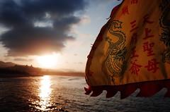 sunset (Philip@Tamsui) Tags: ricoh grdigital grd grii 東北角 sunset 夕陽 flag 旗子