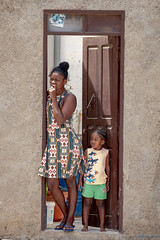 Mom and daughter (Silver_63) Tags: provaçãovelha conteadiboavista capoverde cv