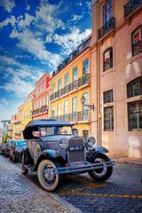 Rua da Emenda (Dan Haug) Tags: lisbon lisboa portugal street ford facade cobblestone chiado parking fujifilm xf1655mm xf1655mmf28rlmwr xh1