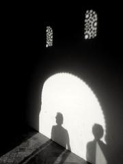 Granada (Eliazar Torre) Tags: granada cityphotography city españa spain laalhambra siluetas celosia blancoynegro blackandwhite sombras bw