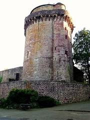 Tour de Papegault, commune de Montfort-sur-Meu (Bretagne, Ille-et-Vilaine, France) (bobroy20) Tags: rennes montfortsurmeu illeetvilaine meu bretagne brittany france fortification bastion