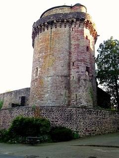 Tour de Papegault, commune de Montfort-sur-Meu (Bretagne, Ille-et-Vilaine, France)