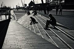 line up. (HansEckart) Tags: silhouetten schatten perspektiven linien sw bw hamburg hafen street streetphotography