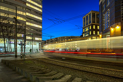 Speedy line / Turfmarkt 2018 (zilverbat.) Tags: denhaag dutch longexposure nightshot thehague thenetherlands zilverbat architecture longexposurenetherlands night nightphotography nightlights nightimage avondfotografie avond holland hofstad nightlife speed htm turfmarkt bluehour urbanspeed urban trails