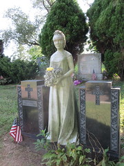 Bride Holding Bouquet Statue Green-wood Cemetery 1167 (Brechtbug) Tags: white marble lady holding bridal bouquet who died her wedding day statue september nyc 09162018 grief greenwood cemetery mourning death burial monument sculpture tombs cross tomb stone remembrance loss bereavement profile brooklyn new york city 2018 antonio tortorella born 1910 1996