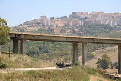 Sicilia: Wegen Einsturzgefahr gesperrte Brücke bei Agrigento (Helgoland01) Tags: sicilia sizilien italia italien brücke bridge agrigento