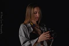 DSC_0169 (diegoluna6) Tags: camara foto camisa sexy semidesnudo rostro pensativa