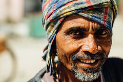 Indian Man Portrait, Vrindavan India (AdamCohn) Tags: adamcohn india mathura vrindavan holi man portrait turban wwwadamcohncom