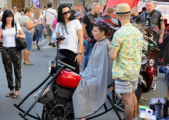 Street hairdresser (Moto Style) (dmitrytsaritsyn) Tags: nikonafs70200mmf28gedvrii nikon stpetersburg russia photography outdoor d3s 70200mm people groupofpeople harleydays street