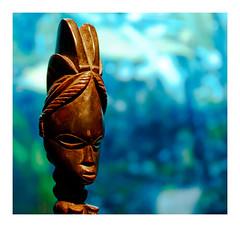 musée du quai Branly (12) (Marie Hacene) Tags: musée quaibranly artspremiers statues enfant paris