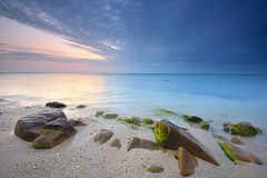 Calm before Dawn (Hector Prada) Tags: sunrise amanecer dawn beach playa sea mar coast costa rocks rocas water agua sky cielo nubes clouds light luz quiberon france holidays travel seascape bay