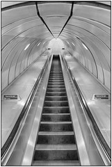 180814-0938 GOING UP (28HR) Tags: tatemodern museum london city southbank underground tube station southwark architecture monochrome blackwhite steel stainlesssteel