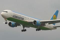 VP-BUE, London Heathrow, May 25th 2004 (Southsea_Matt) Tags: vpbue uzbekistamairways boeing 7673cber may 2004 spring canon 10d egll lhr londonheathrow unitedkingdom greaterlondon england aircraft aviation airliner