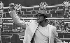 Fringe on the Mile 2018 0192 (byronv2) Tags: edinburgh edinburghfestival edimbourg edinburghfestivalfringe edinburghfringe edinburghfringe2018 fringe2018 edinburghfestivalfringe2018 blackandwhite blackwhite bw monochrome peoplewatching candid street performer royalmile oldtown man hat portrait