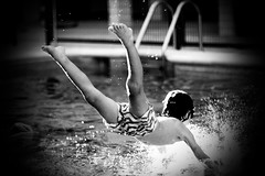 swimming pool time.. (AriCatalán) Tags: summer verano piscina swimmingpool niños kids