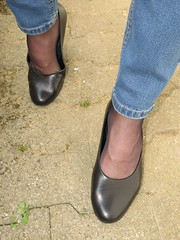 well worn Gabor pumps - sunday afternoon walk (Isabelle.Sandrine2001) Tags: legs feet jeans nylons stockings shoes pumps leather outdoor shoeplay outdoorpicswellwornpumps