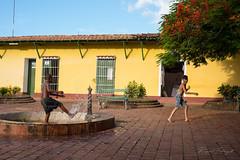 Juegos de verano (rfabregat) Tags: cuba trinidad colonial niños kids america caribe caribbean summer hot travel travelphotography nikond750 d750 nikon