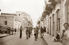 Early October 1941 - Australian Army 2/1 Anti-Tank Regiment troops sight-seeing in Beyrouth during the big move to the Ras Baalbek base, Syria (now Lebanon) (aussiejeff) Tags: beyrouth beirut syria lebanon sepia boxbrownie ww2 wwii war vintage historic military street road jeffc aussiejeff australia middleeast 19brigade 9division kodak restore 21antitank soldier civilian عينالتينة
