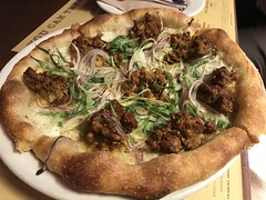 Fennel sausage pizza with scallions and red onions (TomChatt) Tags: food lafoodie