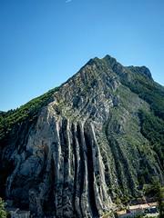 Montagne de La Baume, Sisteron (Alpes de haute Provence, Provence Alpes, France) (pascalrouthier) Tags: fuji fujifilm fujixt20 fujifilmxt20 france alpesdehauteprovence provencealpes sisteron montagne