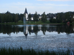 church (helena.e) Tags: helenae norrland semester husbil rv motorhome vuollerim vacation church kyrka kyrktjärn vatten water reflection älsa spegling
