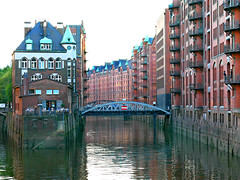 Speicherstadt (Colorado Sands) Tags: hamburg germany europe sandraleidholdt german deutschland deutsch building canal water bridge warehouse restaurant brick unesco speicherstadt redbrick gothicrevival worldheritagesite culture river hamburgo puentes