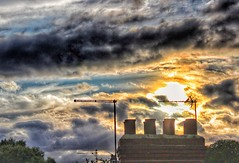 Rooftop Sunset!🌞😊🌞 (LeanneHall3 :-)) Tags: rooftop sunset chimney sun sundaylights yellow grey white clouds cloudsstormssunsetssunrises talkativeclouds sky skyscape hull kingstonuponhull landscape canon 1300d groupenuagesetciel