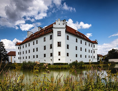 Schloss Hohenkammer (drummerwinger) Tags: rot schlosshohenkammer wasser canon80d tokina wolken wasserschlos natur clouds hohenkammer