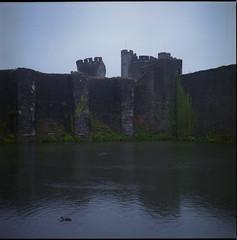 Avoir une dent (cyv2) Tags: wales caerphilly castle yashicamat124 120 rain glamorgan