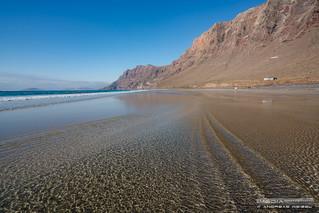 Agua en movimiento - Playa de Famara, Lanzarote.