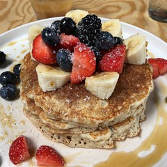 Lunch @ Leo Pancakes Leuven (18/08/2018) (Kristel Van Loock) Tags: leopancakes leuven pannekoekenzaak mechelsestraat louvain pancakes lovanio lovaina löwen visitleuven seemyleuven atleuven leuvencity leopancakesleuven vlaanderen vlaamsbrabant flanders fiandre flandre flemishbrabant visitflanders visitflemishbrabant visitbelgium food lunch pranzo brunch foodphotography pancake leuvenlife leuvenlove iloveleuven leveninleuven drieduizend yummy fruitcirclepancake fruitcircle leuveneet leuvensmaakt 18082018 foodlover strawberries banana maplesyrop blueberries