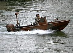 Another river patroller of Armée de Terre (French Army) on duty on river Seine at Paris on 2018-07-11 (alaindurandpatrick) Tags: army armies arméedeterre riverboats lightboats seine riverseine rivers waterways paris iledefrance greaterparisareas france