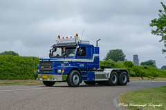_DSF2893 (Peter Winterswijk) Tags: scania torpedo t112 t113 t142 t143 truckrun alltypesoftransport bullnose camion carshow classiccar carrosserie collection europe event europoort fujifilm holland haulage historical hgv hobby international industry keepontrucking lkw lesroutiers meeting netherlands oldtimer old oldtimermeeting ontour peterwinterswijk port roadtransport rotterdam retro szm sattelzugmaschine scaniatorpedo transport trucking truck trucks truckshow tractor tracteur torpedotoertocht vehicle vintage v8 xh1 youngtimer landtong rozenburg hoogvliet scaniahoogvliet