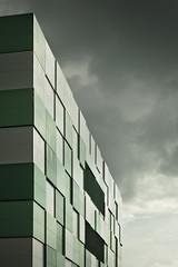 20180614-DSC4535 (A/D-Wandler) Tags: offenbach rechenzentrum maincubes fassade himmel grün dramaticsky geometrisch quadratisch weis architektur fenster linien gebäude