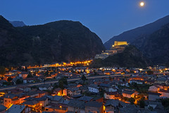 Il vecchio guardiano / The old guardian (Fort Bard, Valle D'Aosta, Italy) (AndreaPucci) Tags: bard fort italy valledaosta avengers night moon andreapucci