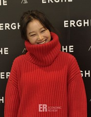 gong-hyo-jin52 (zo1kmeister) Tags: turtleneck sweater chinpusher